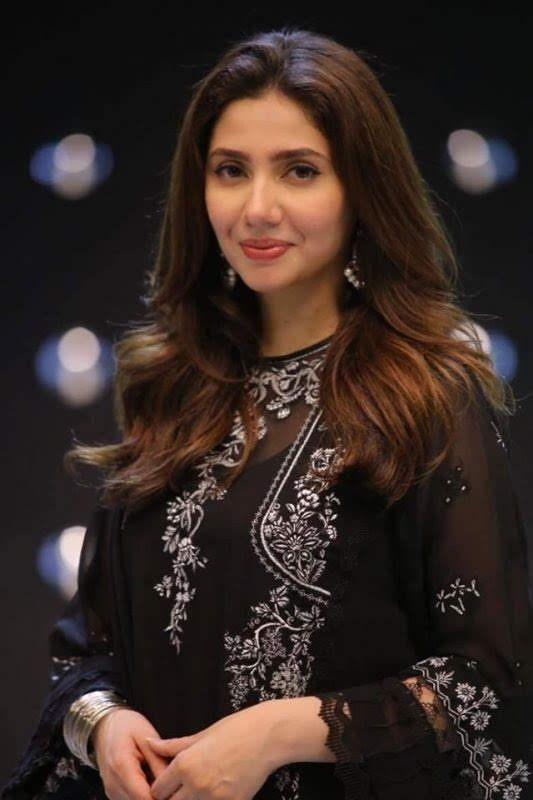 Mahira-khan-in-Pakistani-Asian-dress